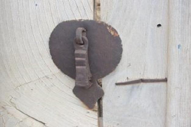 فلسفه کوبه یا حلقه درب های قدیمی